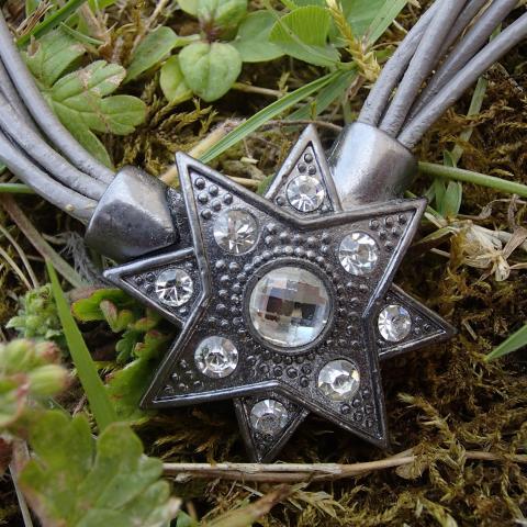 troc de  Collier étoile (à fermoir aimanté), sur mytroc