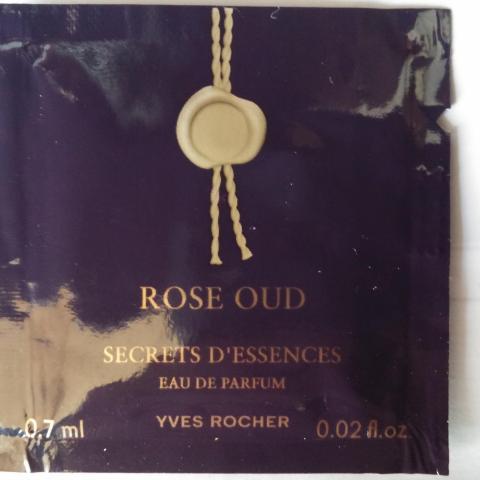 troc de  (réservé) Eau de parfum Rose Oud secrets d'essences Yves Rocher, 0,7 ml, sur mytroc