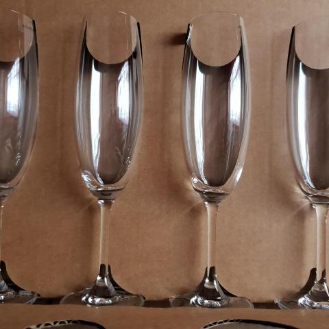troc de  **réservé** 4 flutes à champagne neuves, sur mytroc