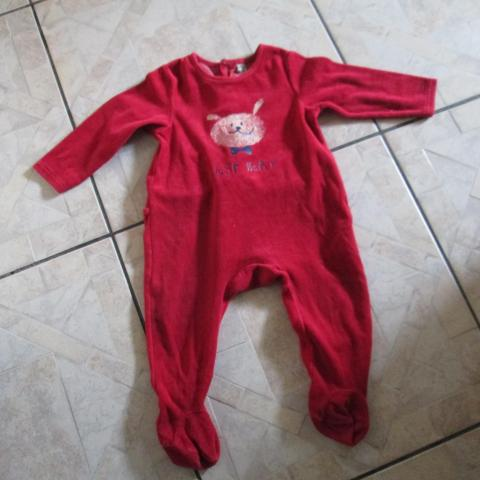 troc de  Pyjama rouge 18 mois   4 noisettes port compris, sur mytroc