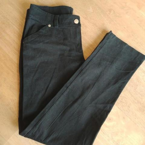 troc de  Pantalon noir Taille L, sur mytroc