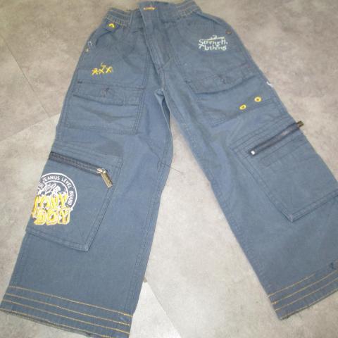 troc de  pantalon bleu 4 ans 5 noisettes jamais porté, sur mytroc