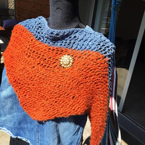 troc de  Petit châle ajouré fait main, laine et coton, sur mytroc