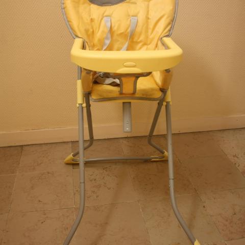 troc de  Chaise haute pliable bébé, sur mytroc