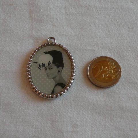 troc de  Joli médaillon Audrey Hepburn, sur mytroc