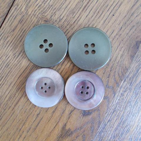 troc de  4 grands boutons, sur mytroc