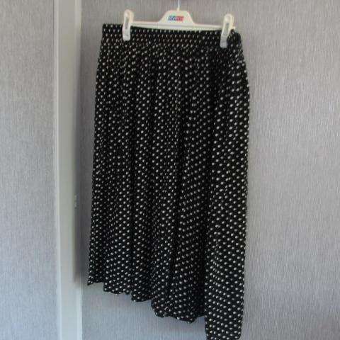 troc de  jupe noir petit pois taille 46   6 noisettes, sur mytroc