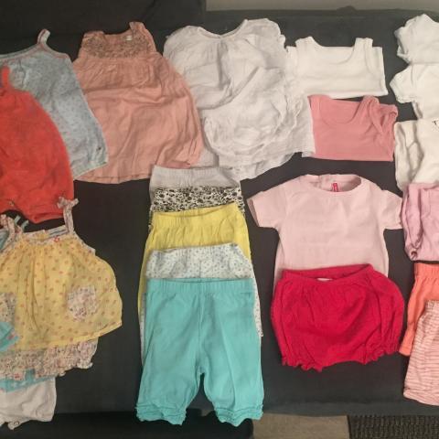 troc de  Lot de vêtements bébé,  1 mois , saison été, sur mytroc