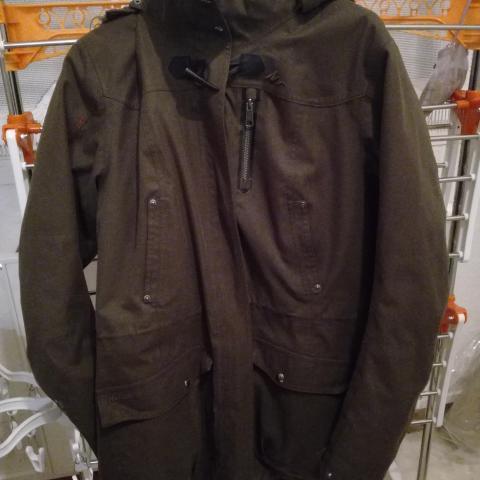 troc de  joli manteau bien chaud pour l'hiver taille 36 assez lourd, sur mytroc