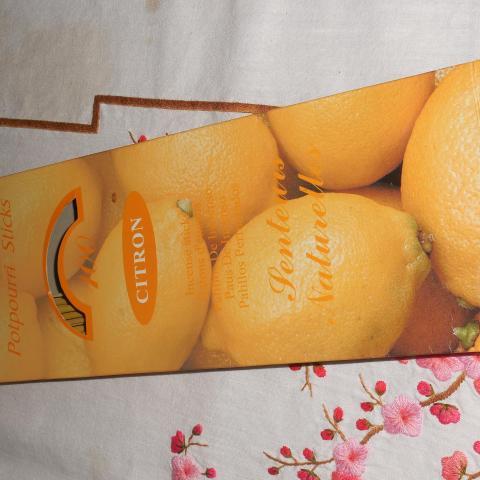 troc de  12 Batonnets d'encens citron, sur mytroc