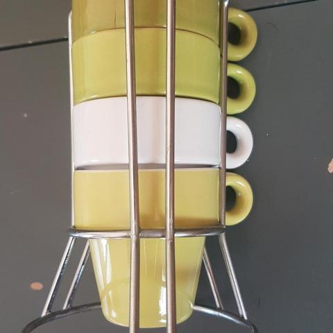 troc de  4 petites tasses à café et leur support, sur mytroc