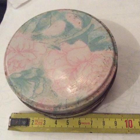 troc de  Boîte ronde en métal années 70 80 8,5 cm de diamètre, sur mytroc