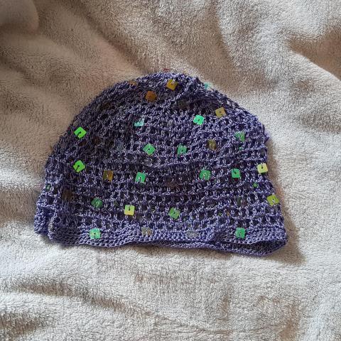 troc de  Sorte de bonnet au crochet ajouré, sur mytroc