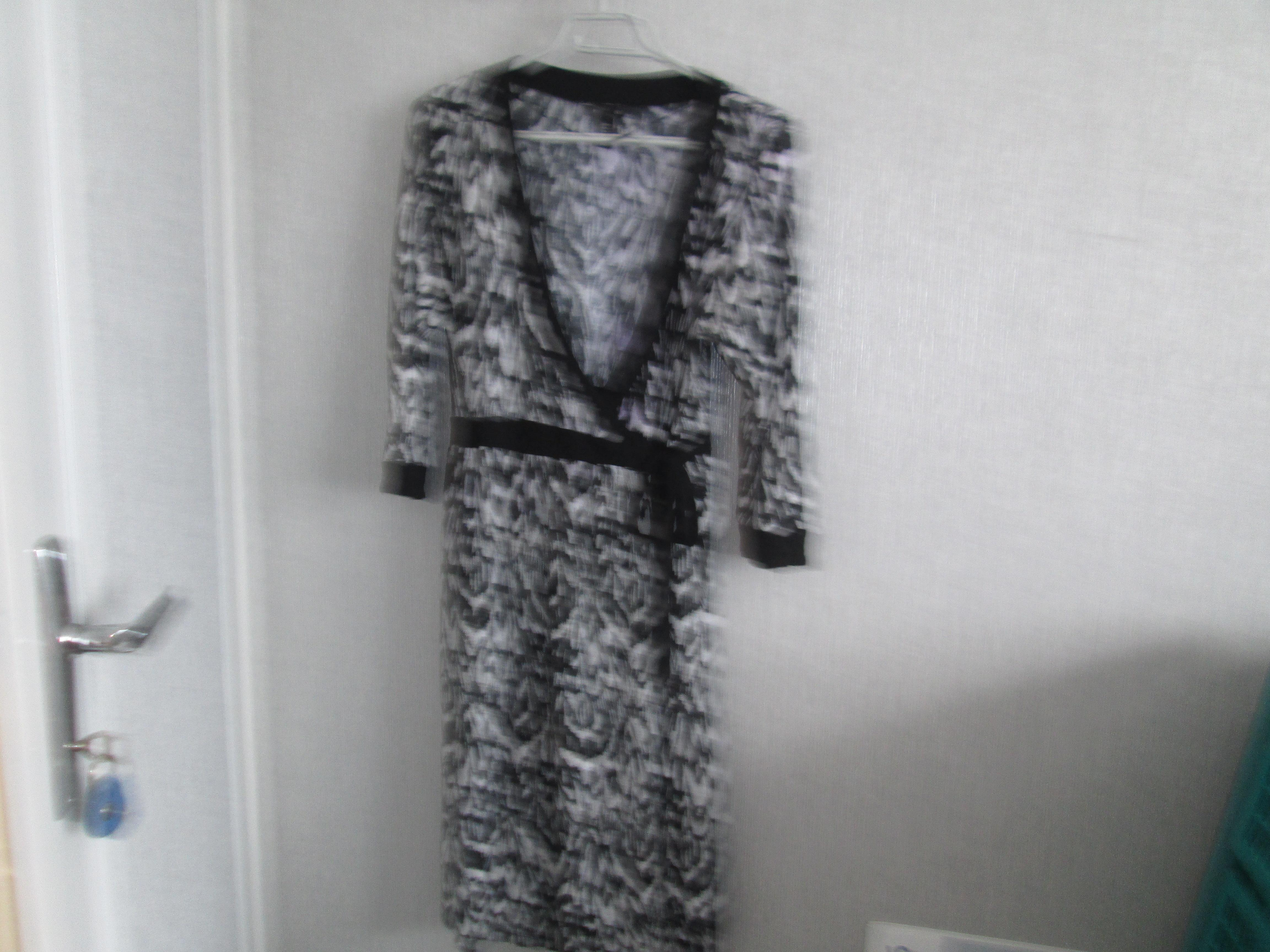 troc de troc robe noir et blanc t m 44 marque mmama 10 noisettes image 0