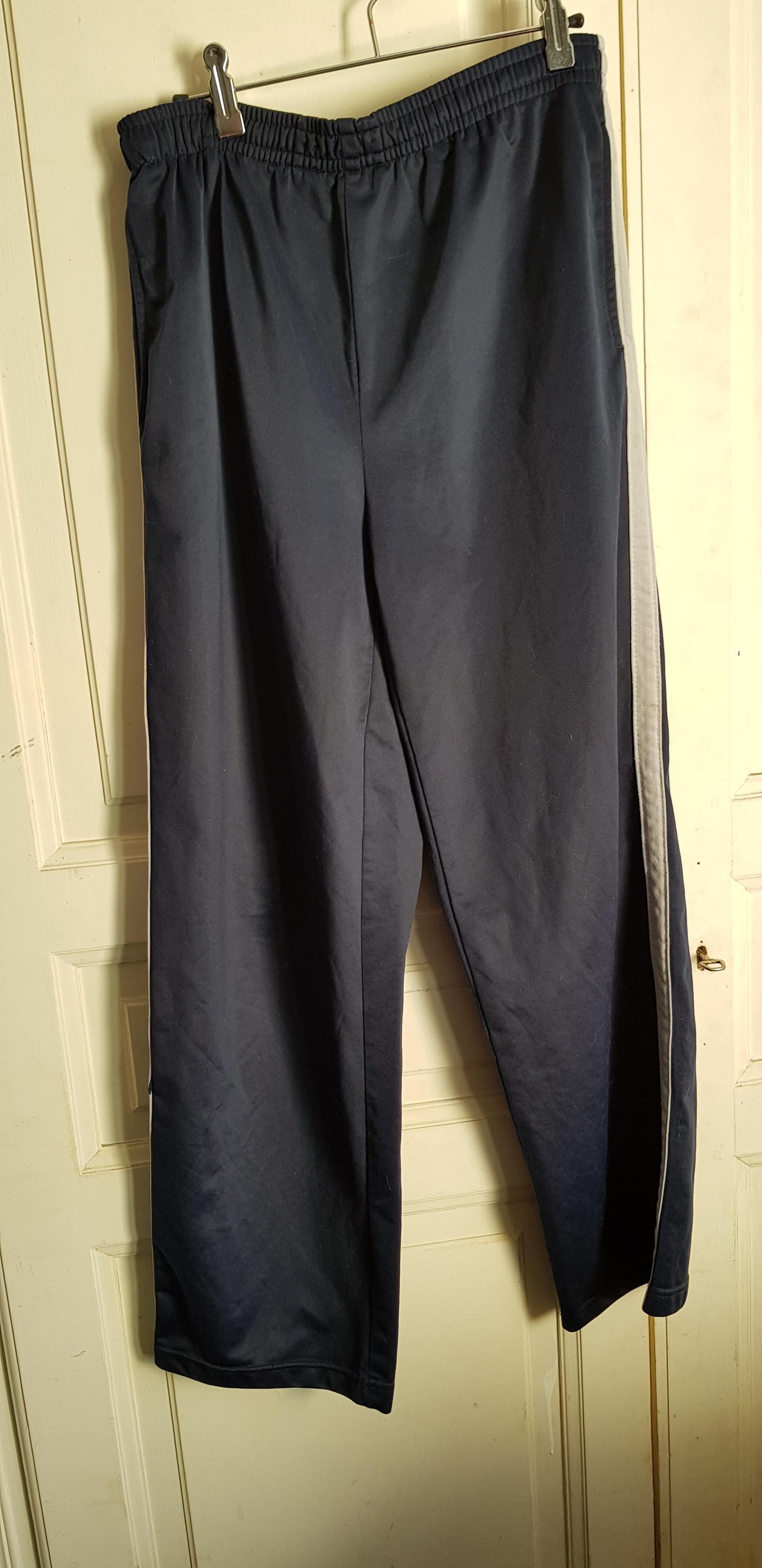 troc de troc pantalon de sport bleu marine et gris image 0