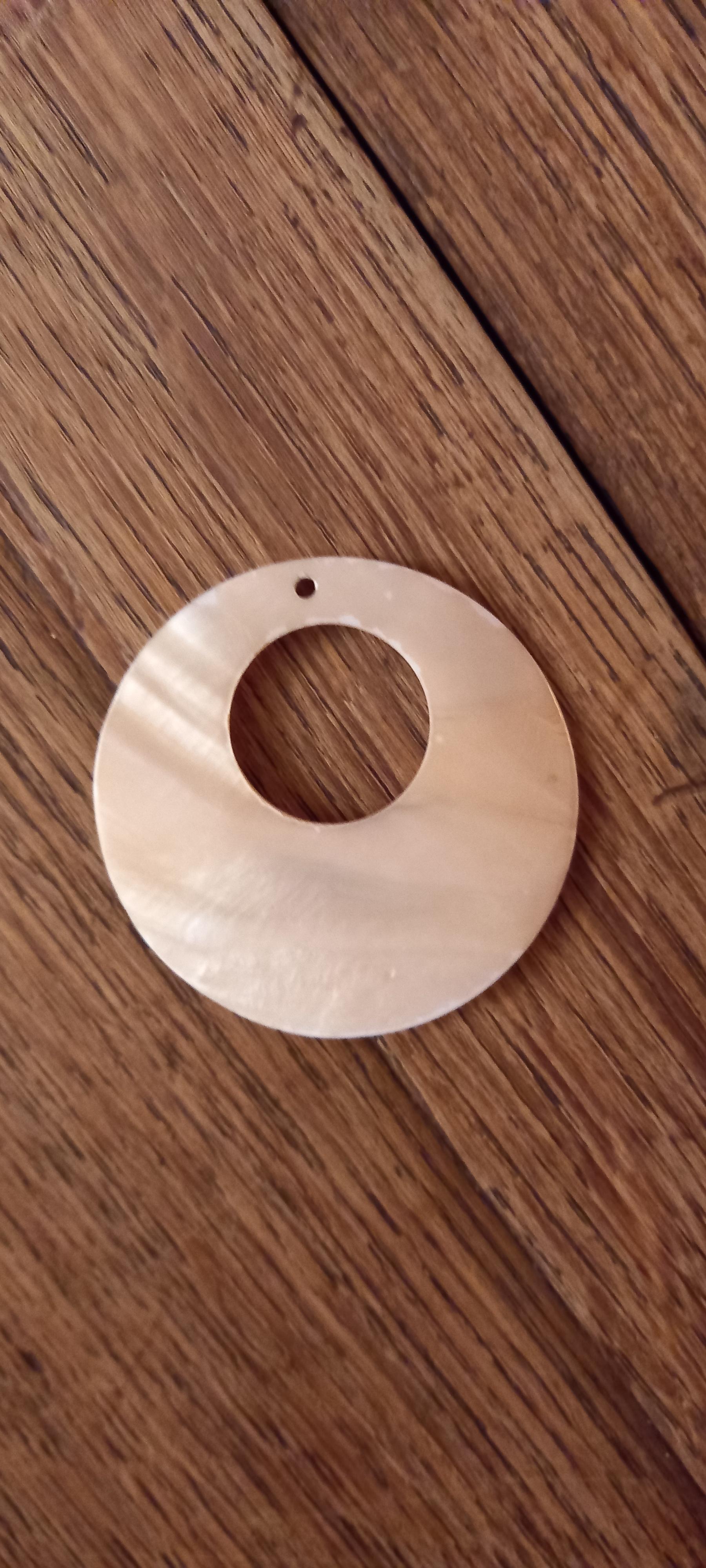 troc de troc pendentif en nacre. reserve. image 0