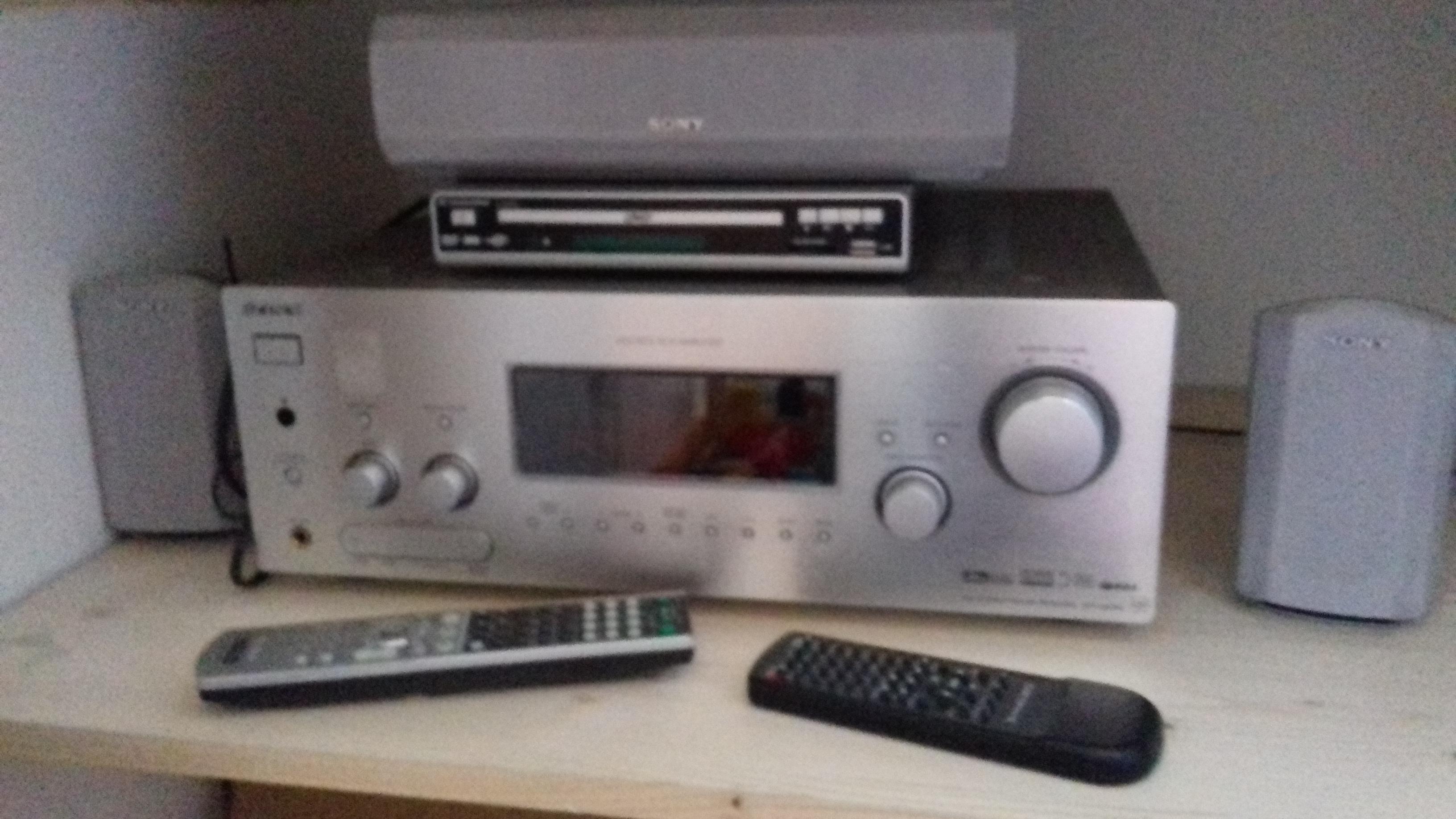 troc de troc amplificateur sony + 3 enceintes + lecteur multimédia image 0