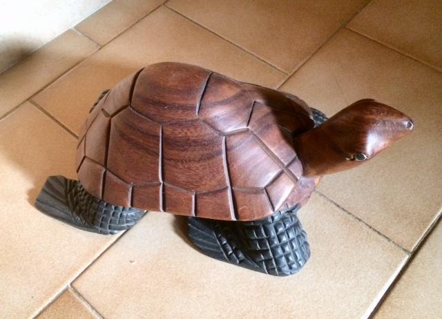 troc de troc tortue en bois exotique - comme neuve image 0
