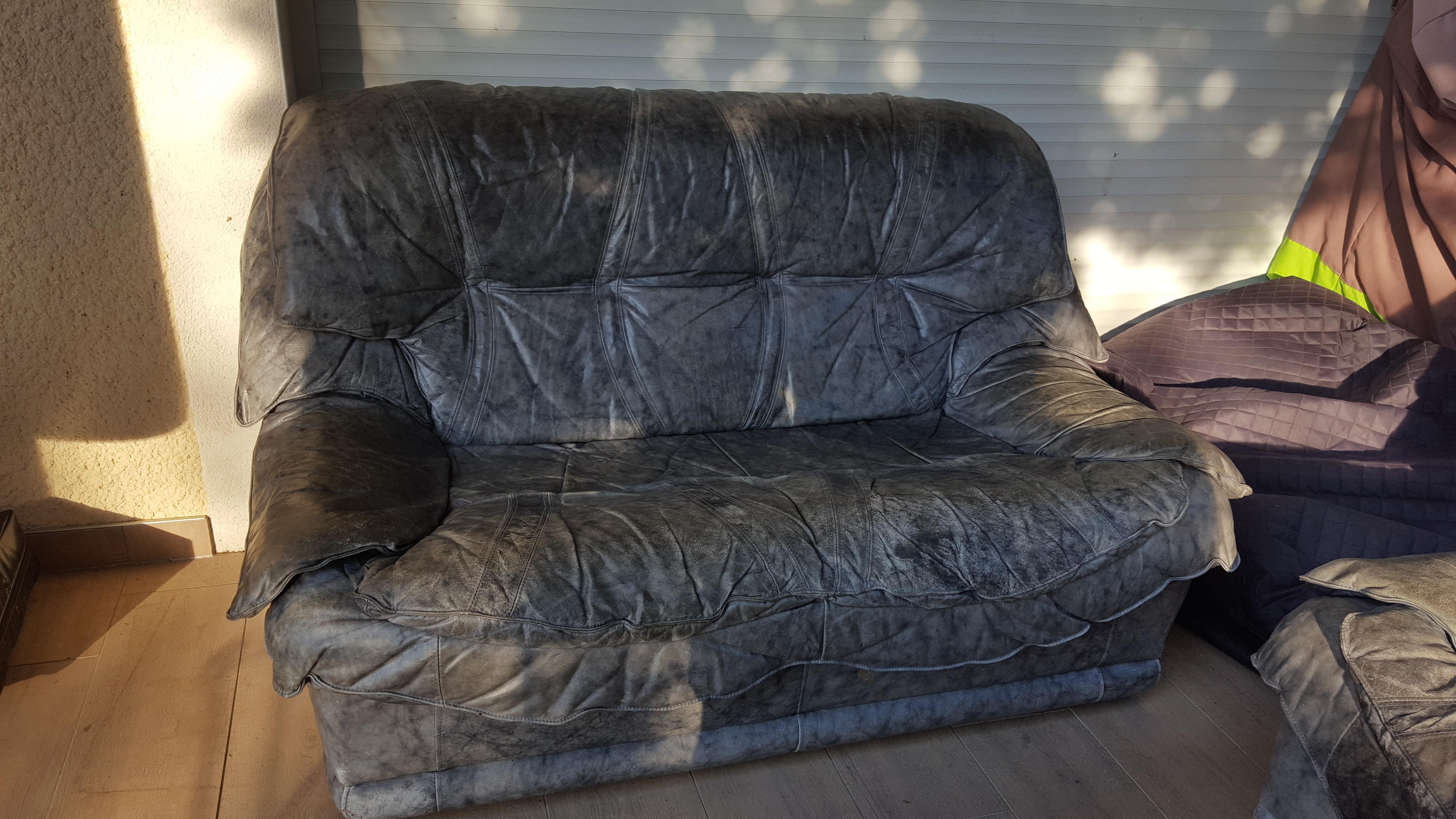 troc de troc canapé deux places gris en cuir : a rénover image 0
