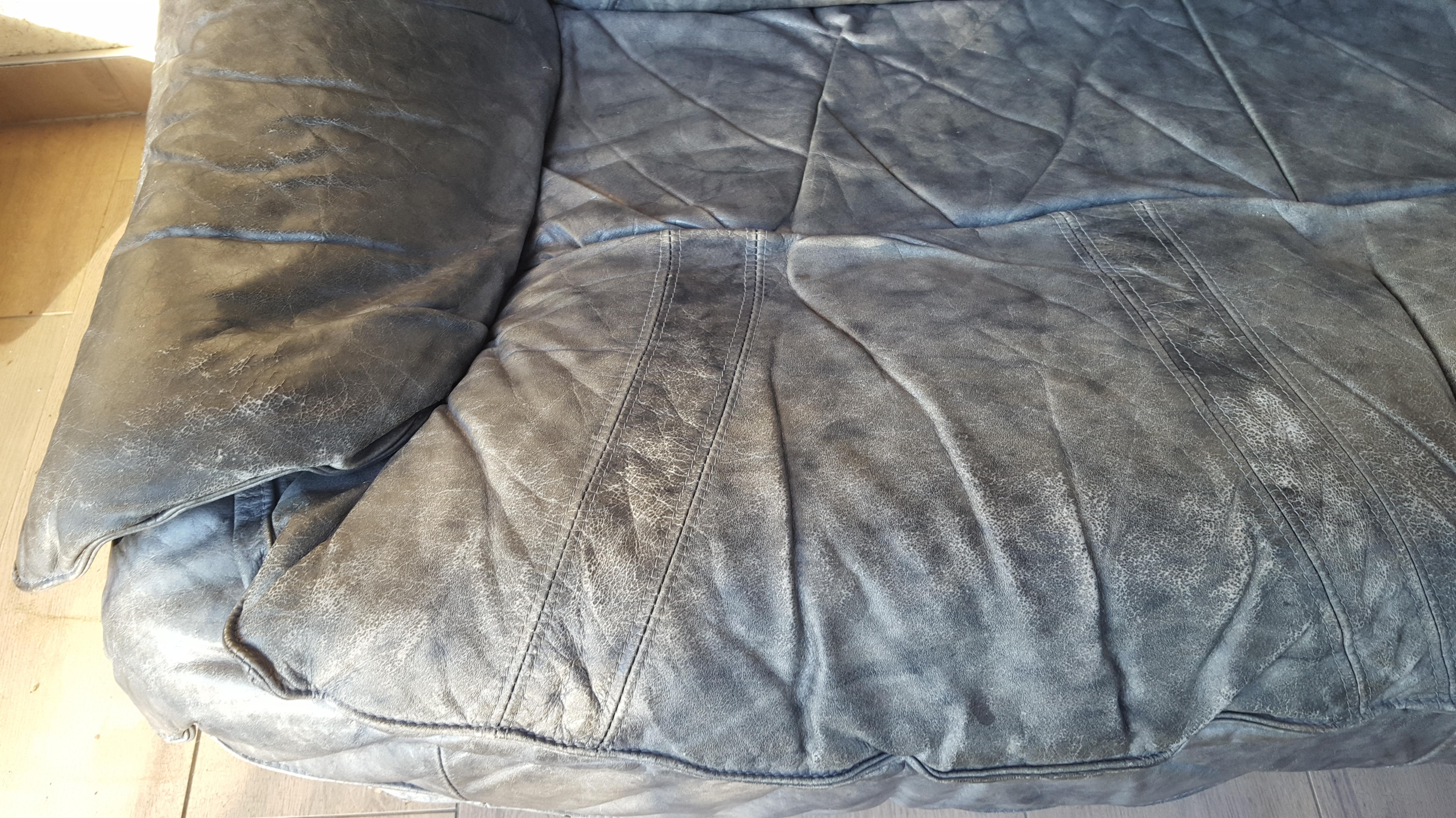 troc de troc canapé deux places gris en cuir : a rénover image 2