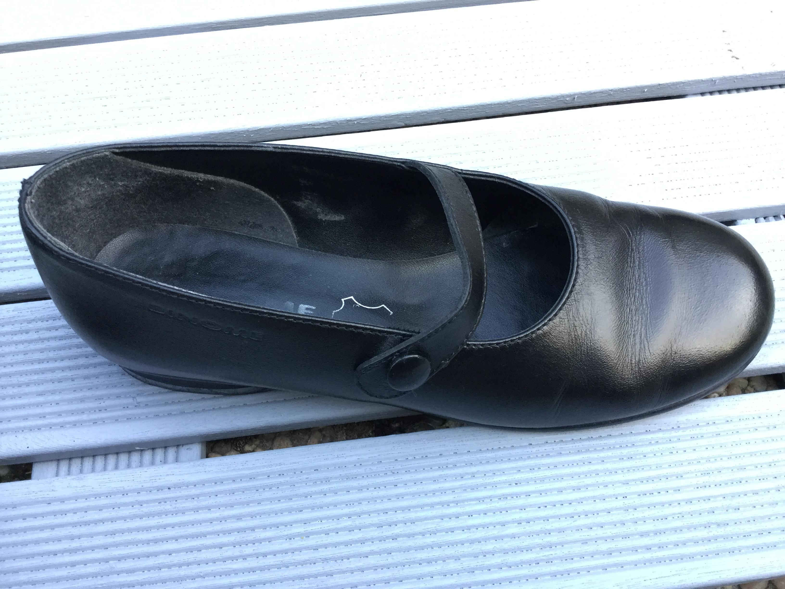 troc de troc chaussures babies de couleur noire image 1