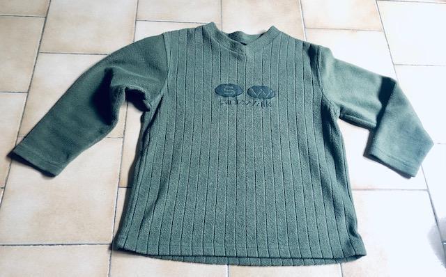 troc de troc t-shirt manches longues vert type polaire 8 ans image 0