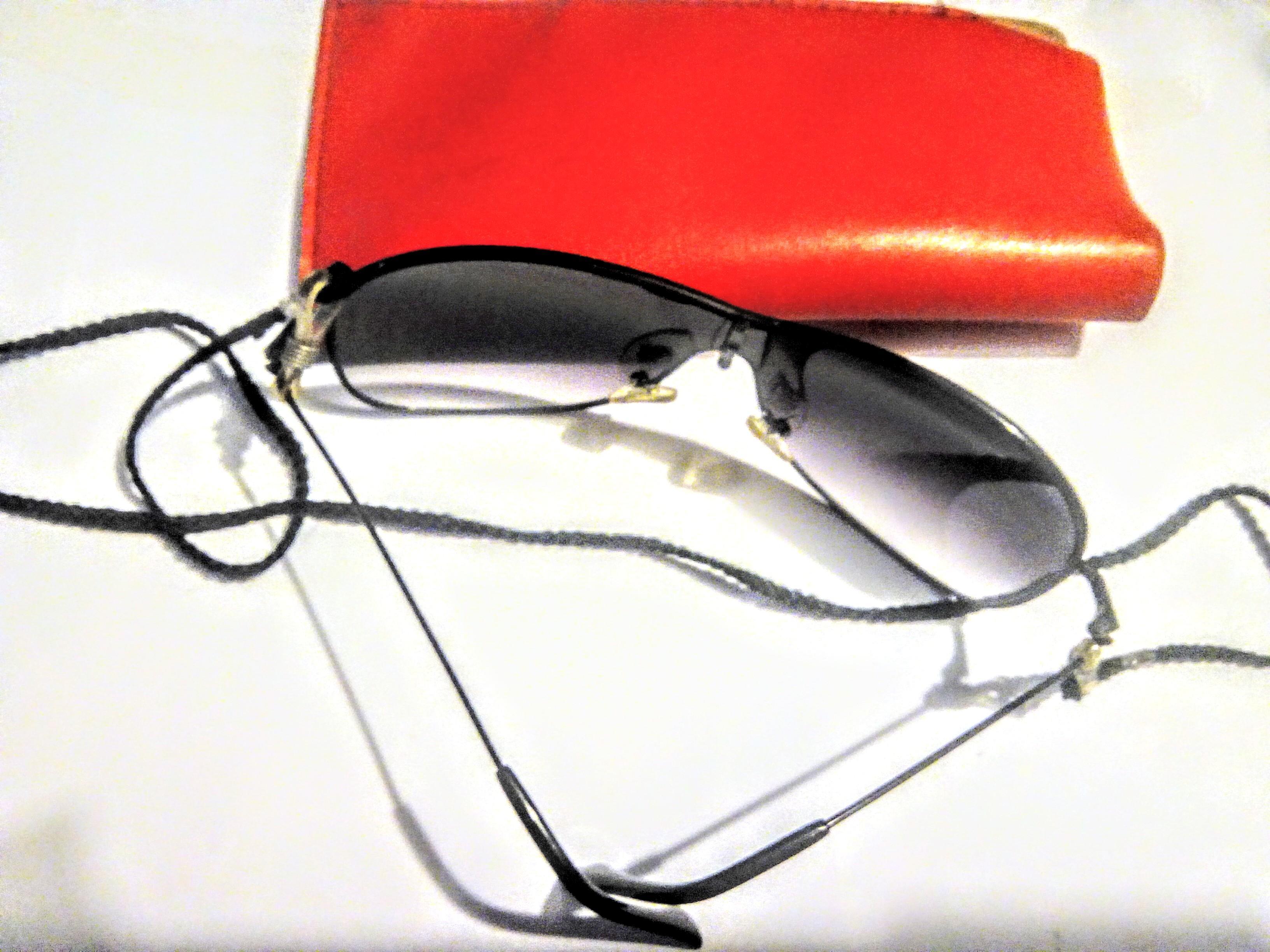 troc de troc lunettes de soleil avec Étui image 2