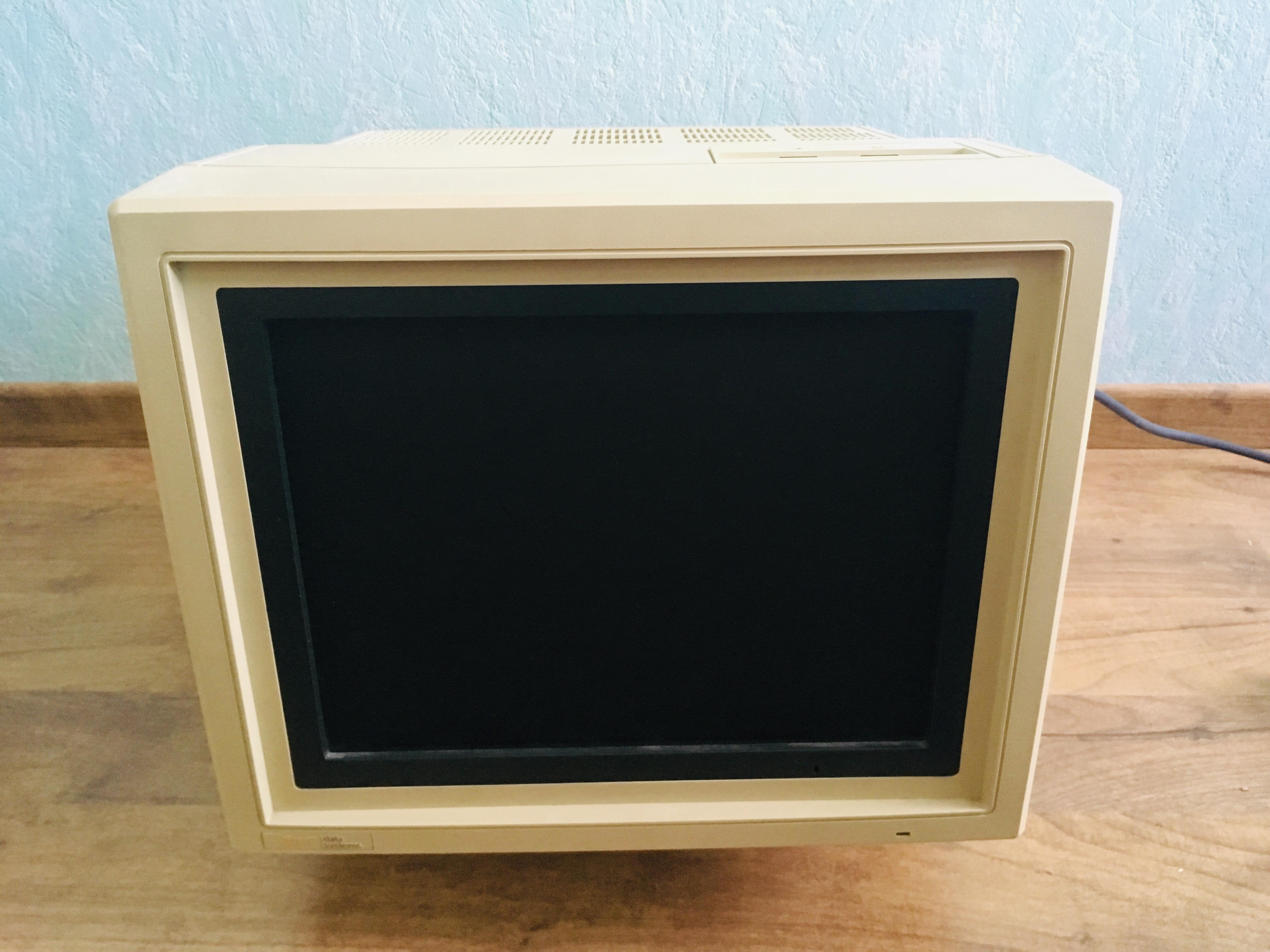 troc de troc 3 écrans ordinateurs à tube cathodique (crt) image 1