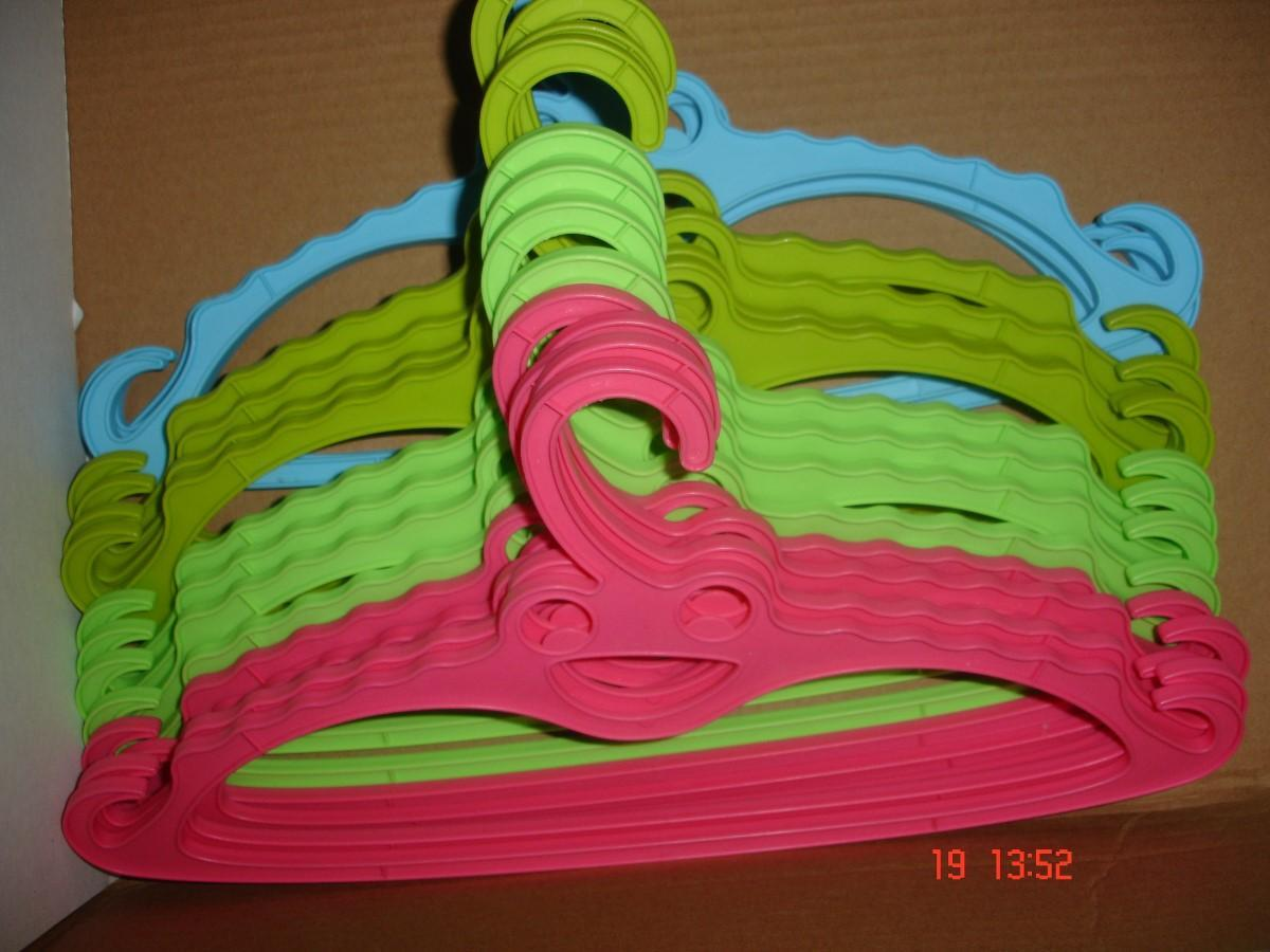 troc de troc pour calinou >16 cintres pastel à 6 noisettes pièce vert, rose, bleu, kaki soit 0,60 € image 0