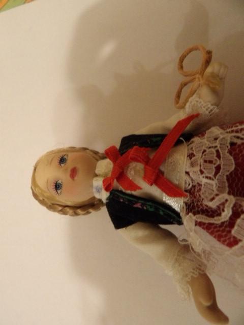 troc de troc réservé jolie petite poupée de collection 15 cm de haut environ image 1