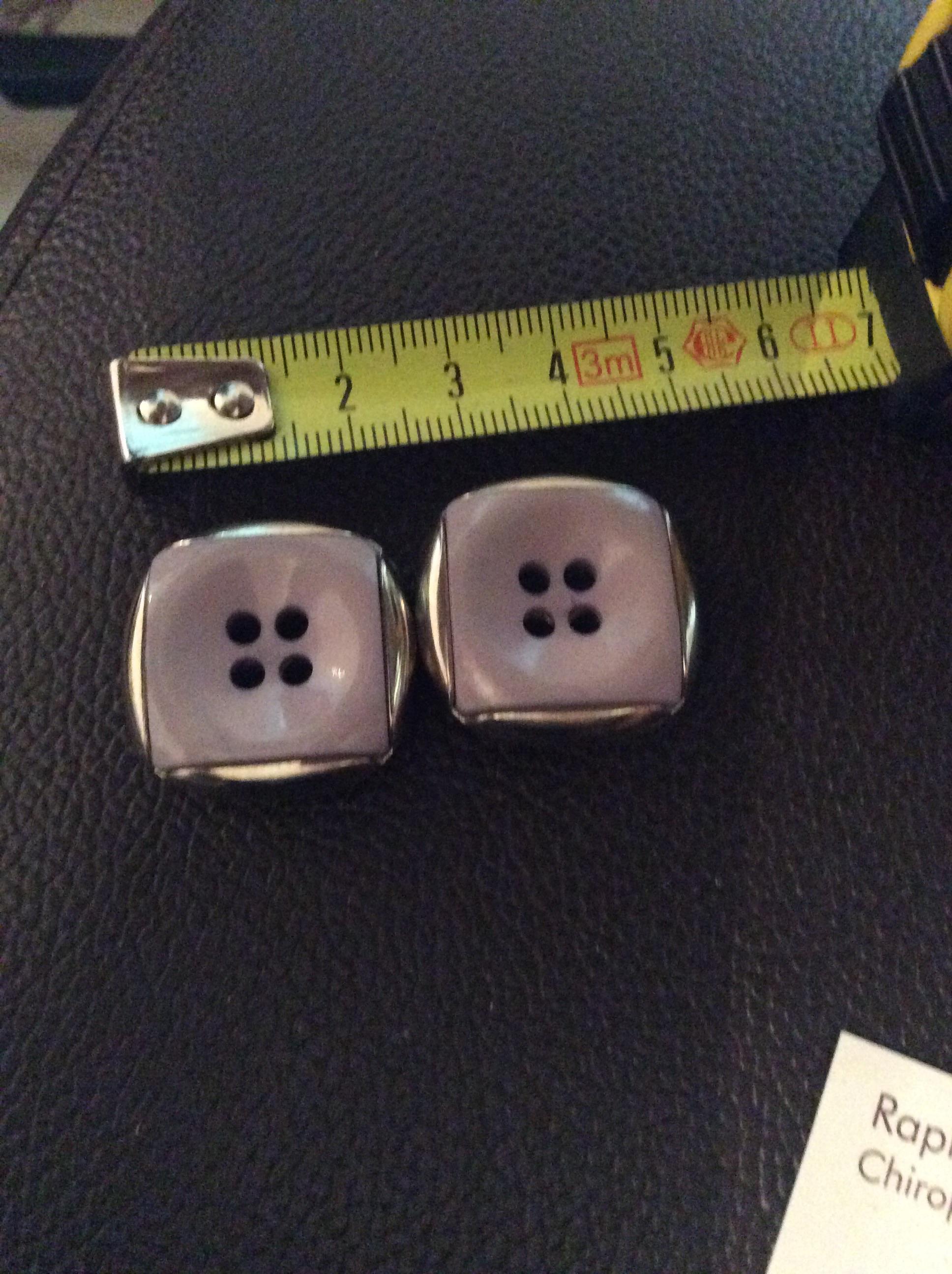 troc de troc réserve gribouilette 2 boutons mauve et argent 2 ,5cm image 0