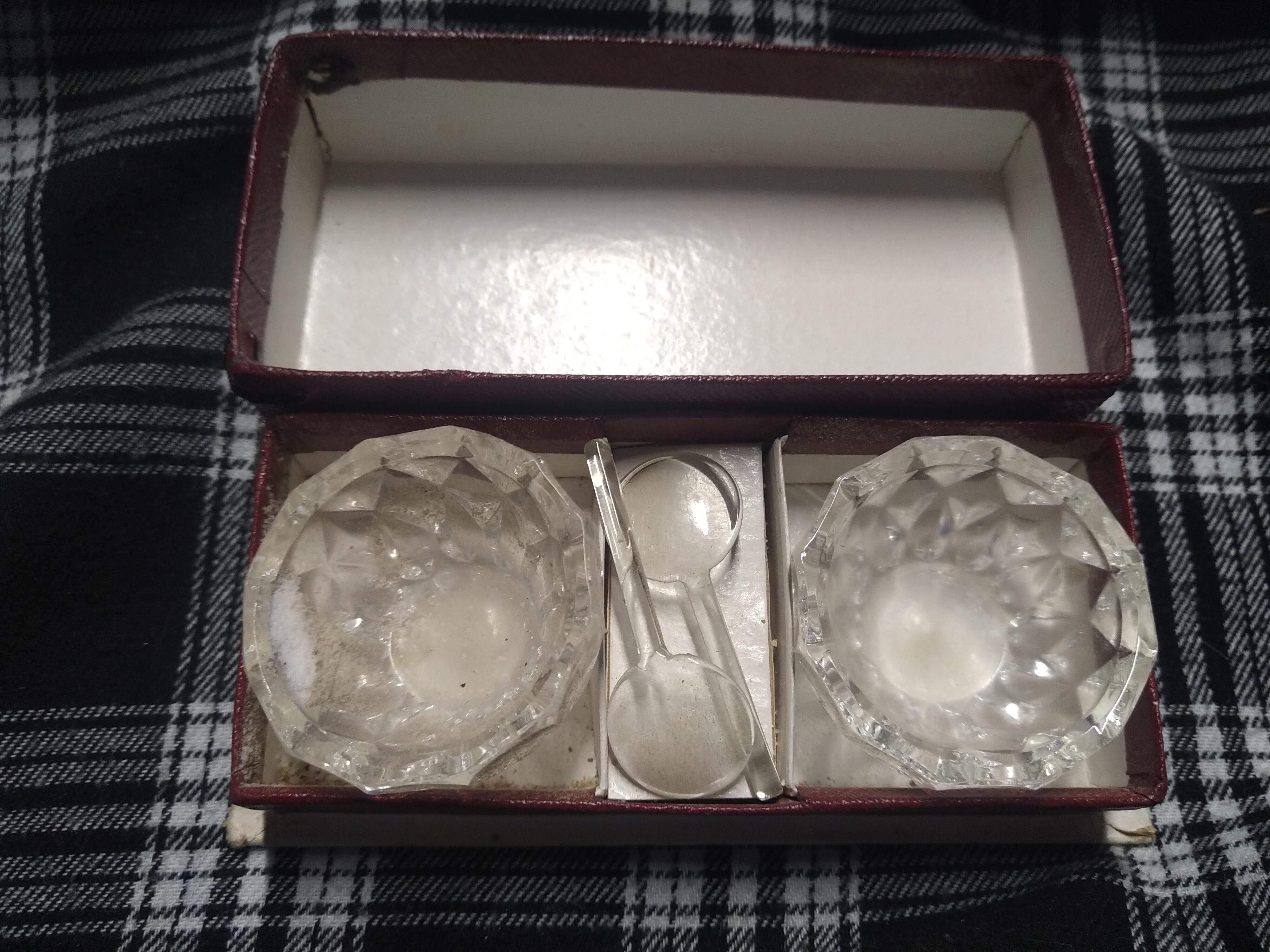 troc de troc mini salière/poivrière avec bébé cuillère image 0