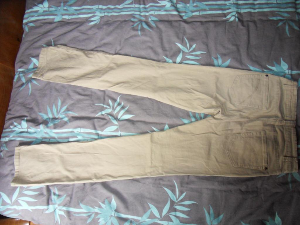 """troc de troc """"réservé"""" pantalon femme (camaieu) t.36 image 1"""