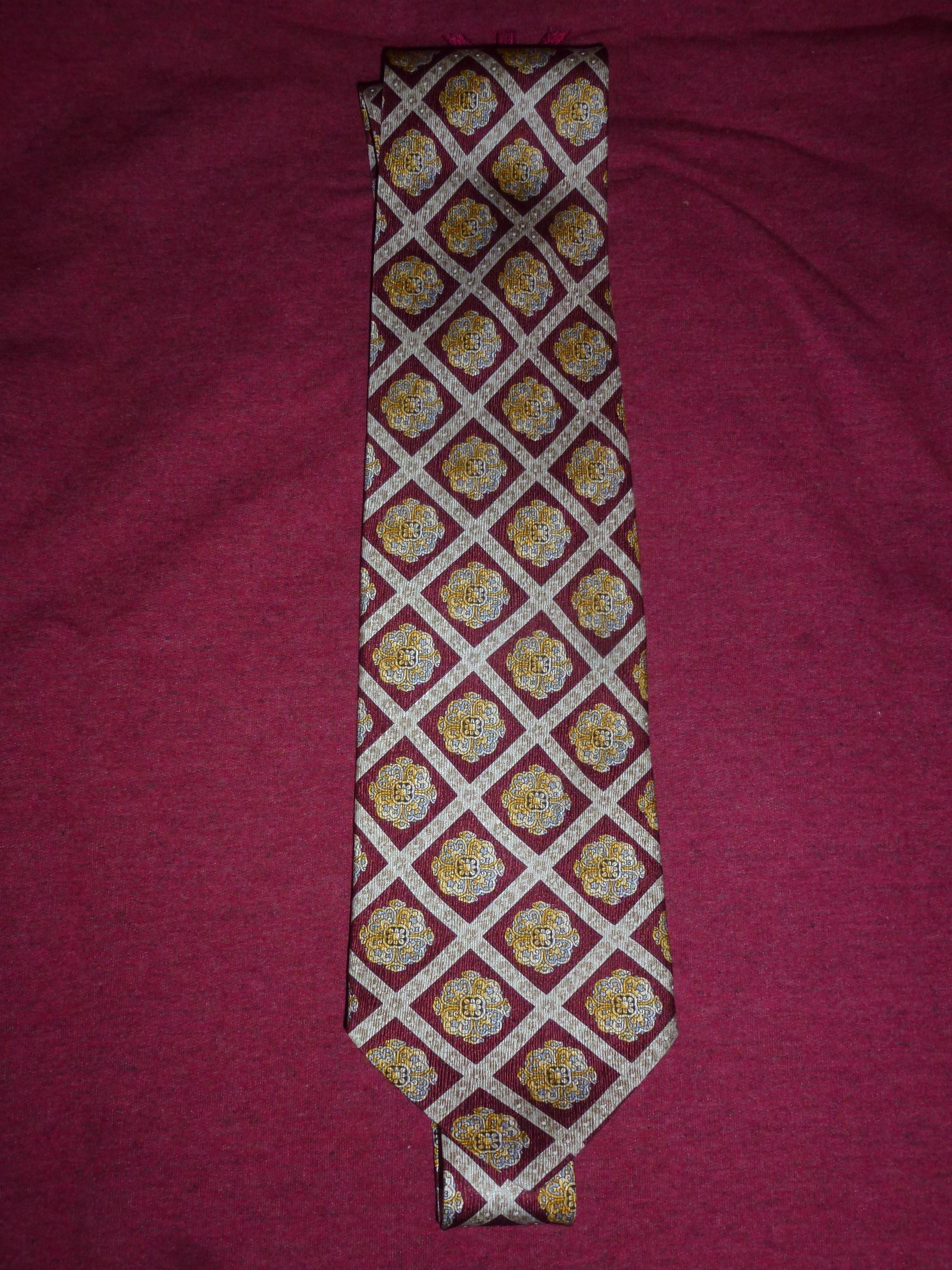 troc de troc cravate mcm neuve (made in italy) image 0