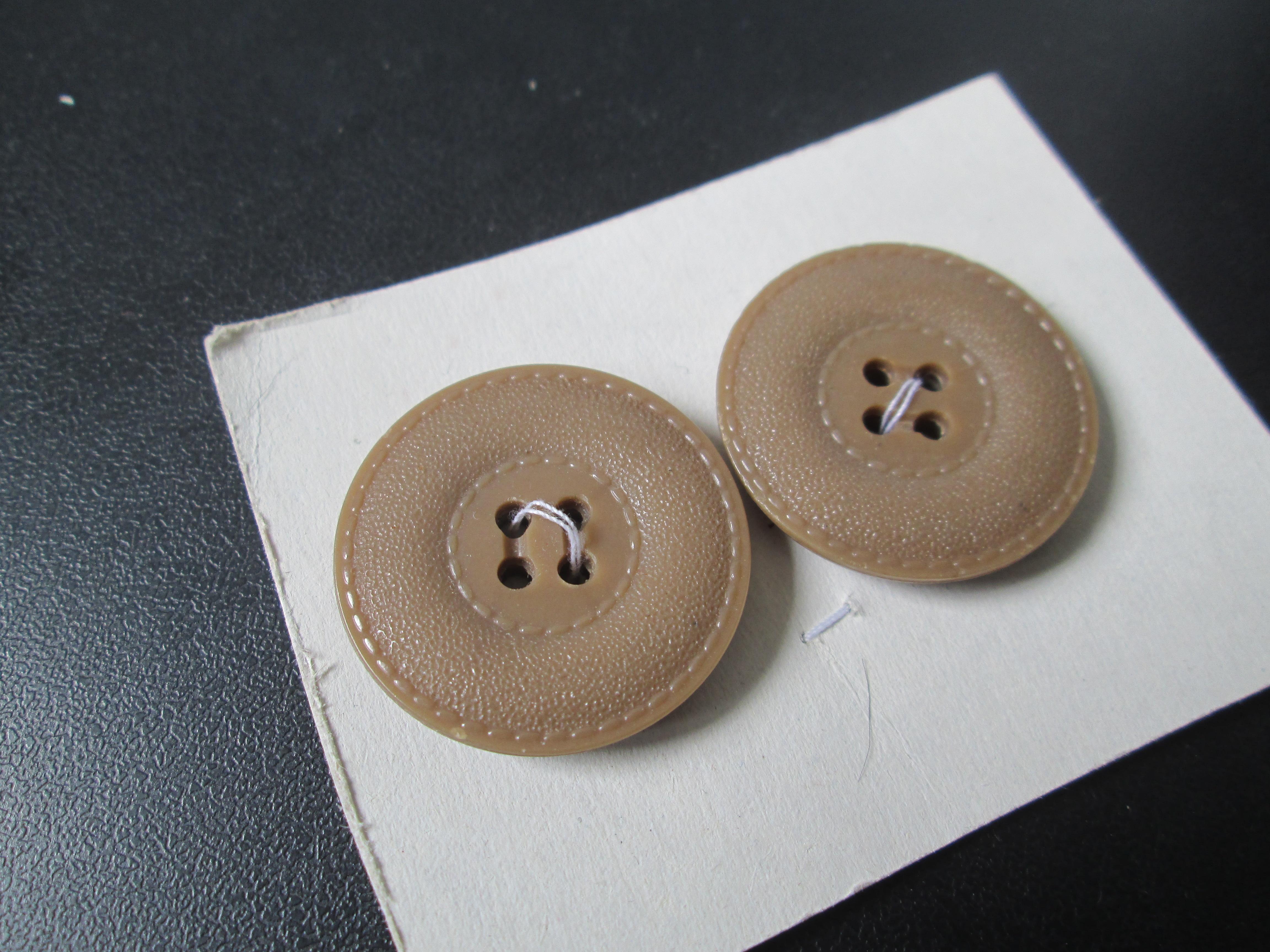 troc de troc reserve    2 beau boutons neuf 3 cm       4 noisettes image 0
