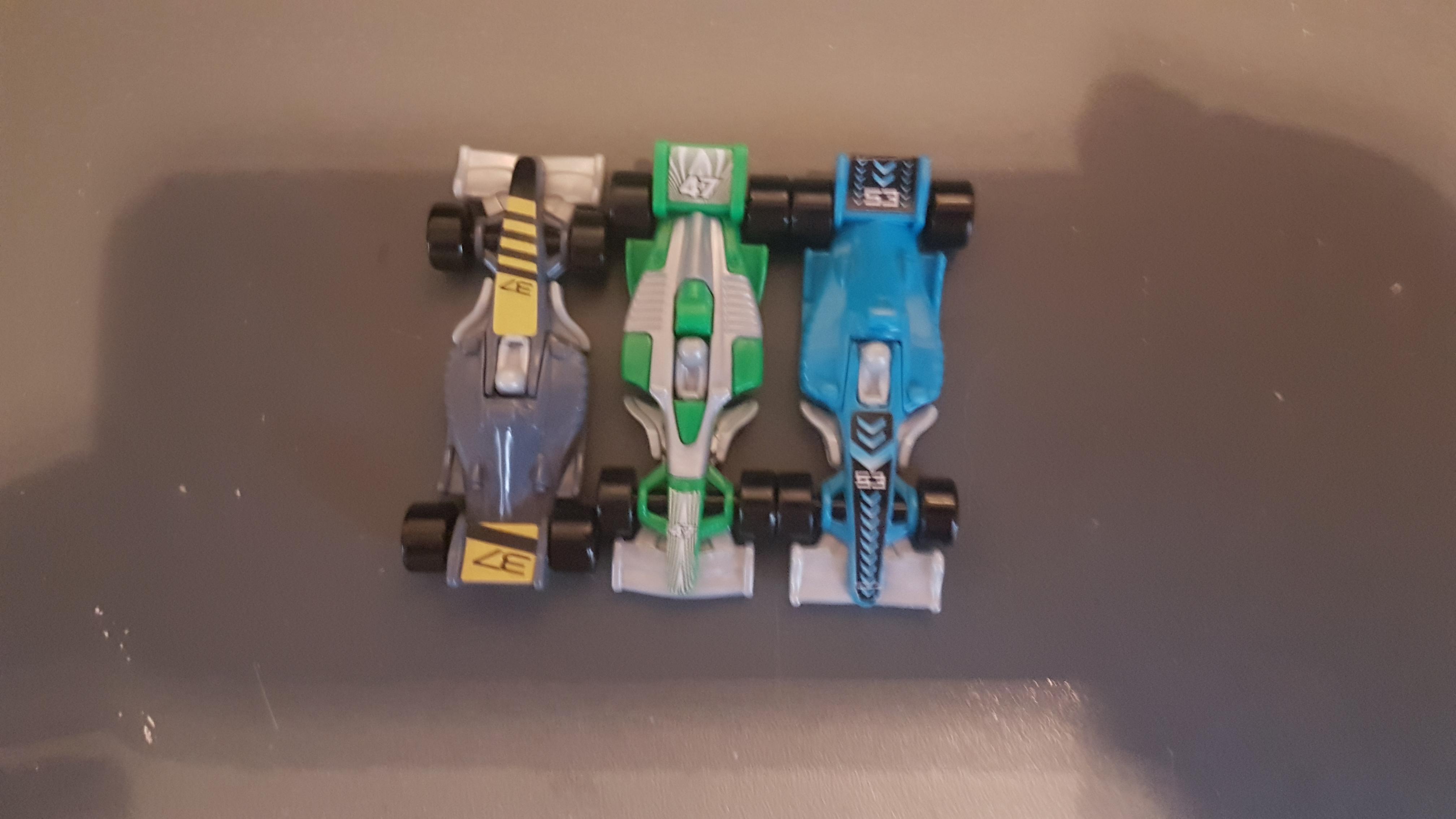 troc de troc reserve figurines kinder voitures image 0