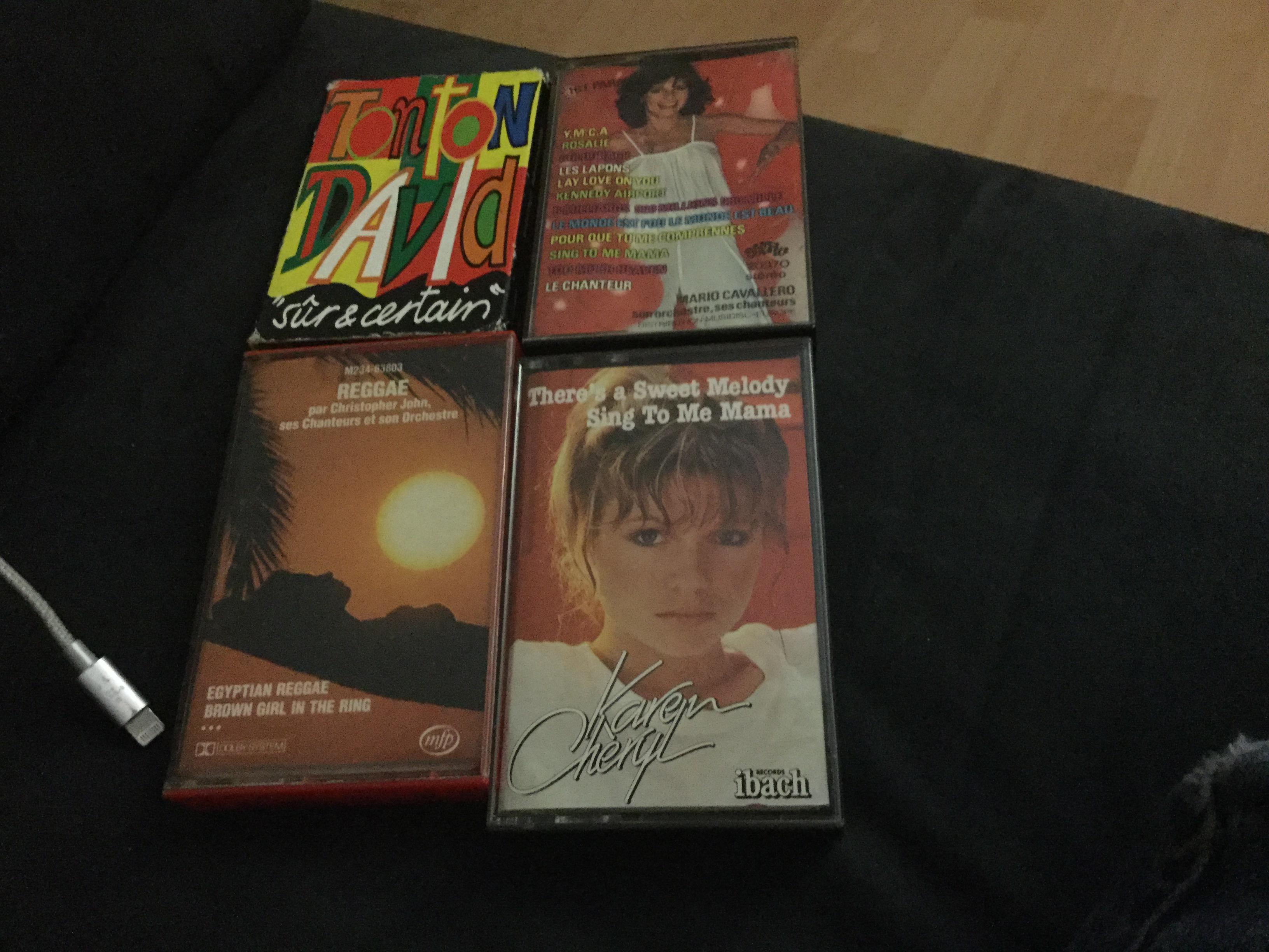 troc de troc troc suspendu cassettes audio image 0