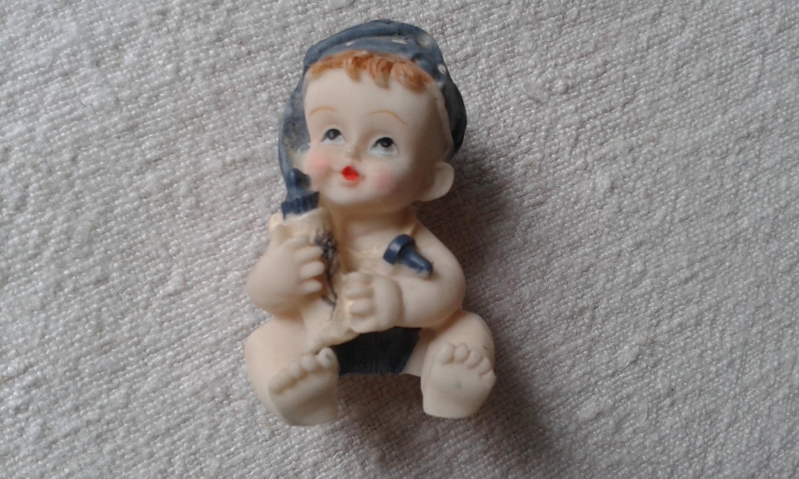 troc de troc joli bibelot bébé et son biberon image 0