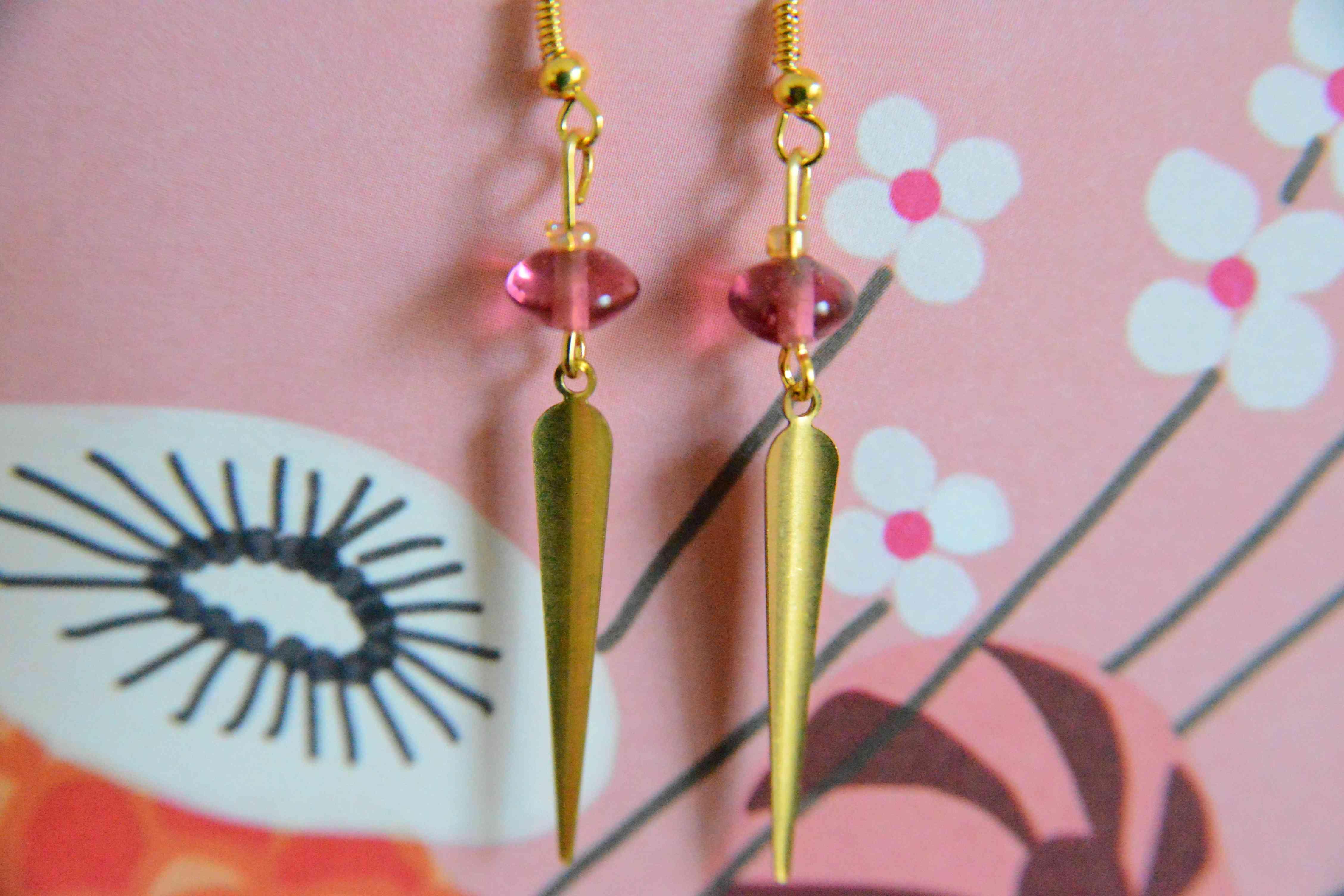 troc de troc boucles d'oreilles  roses et dorées réservées image 1