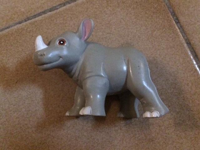 troc de troc figurine bébé rhinocéros - plastique - très bon état - 8 cm image 0