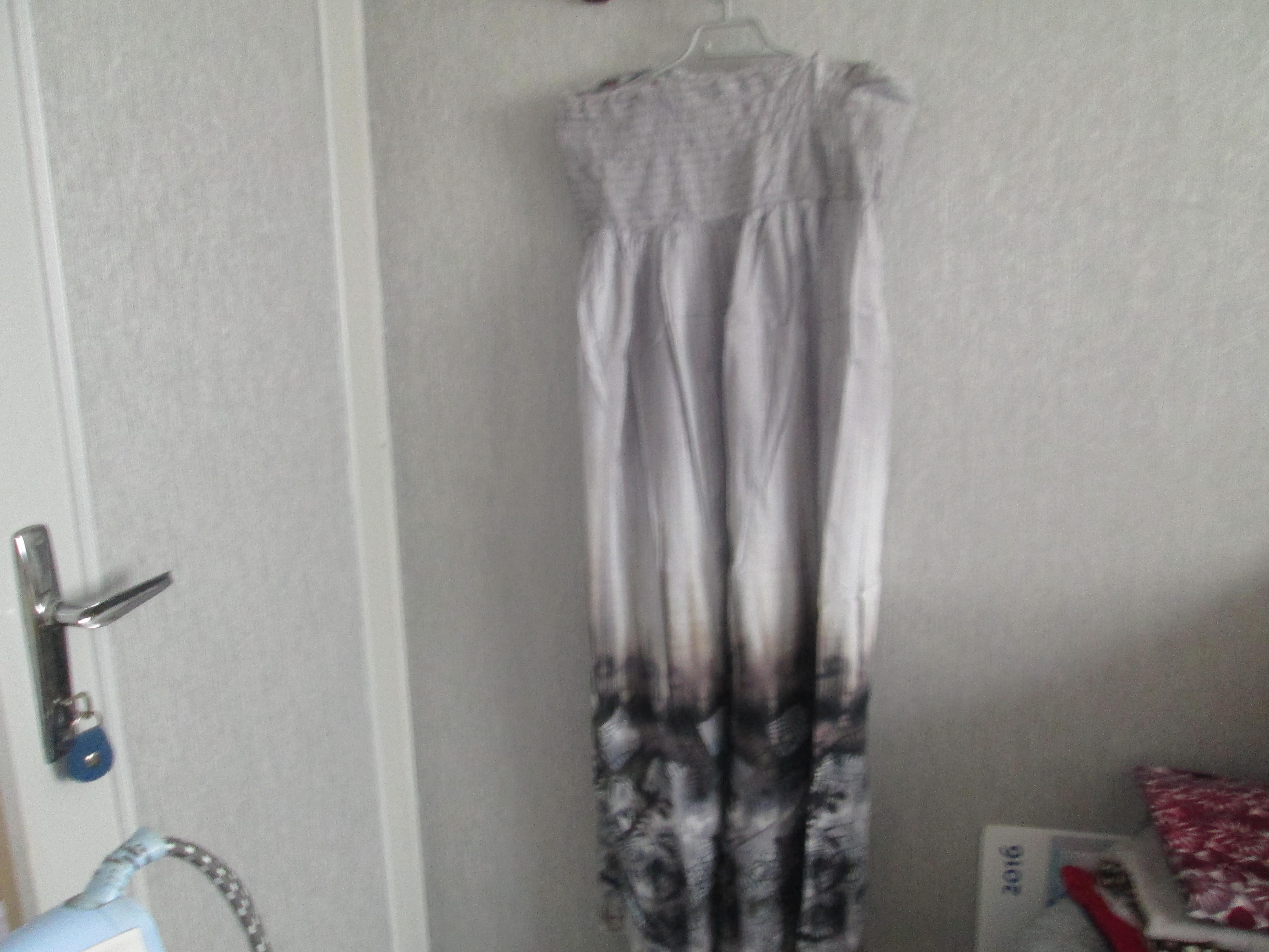 troc de troc robe sans bretelle taille 46 très longue  toumai  10 noisettes image 0