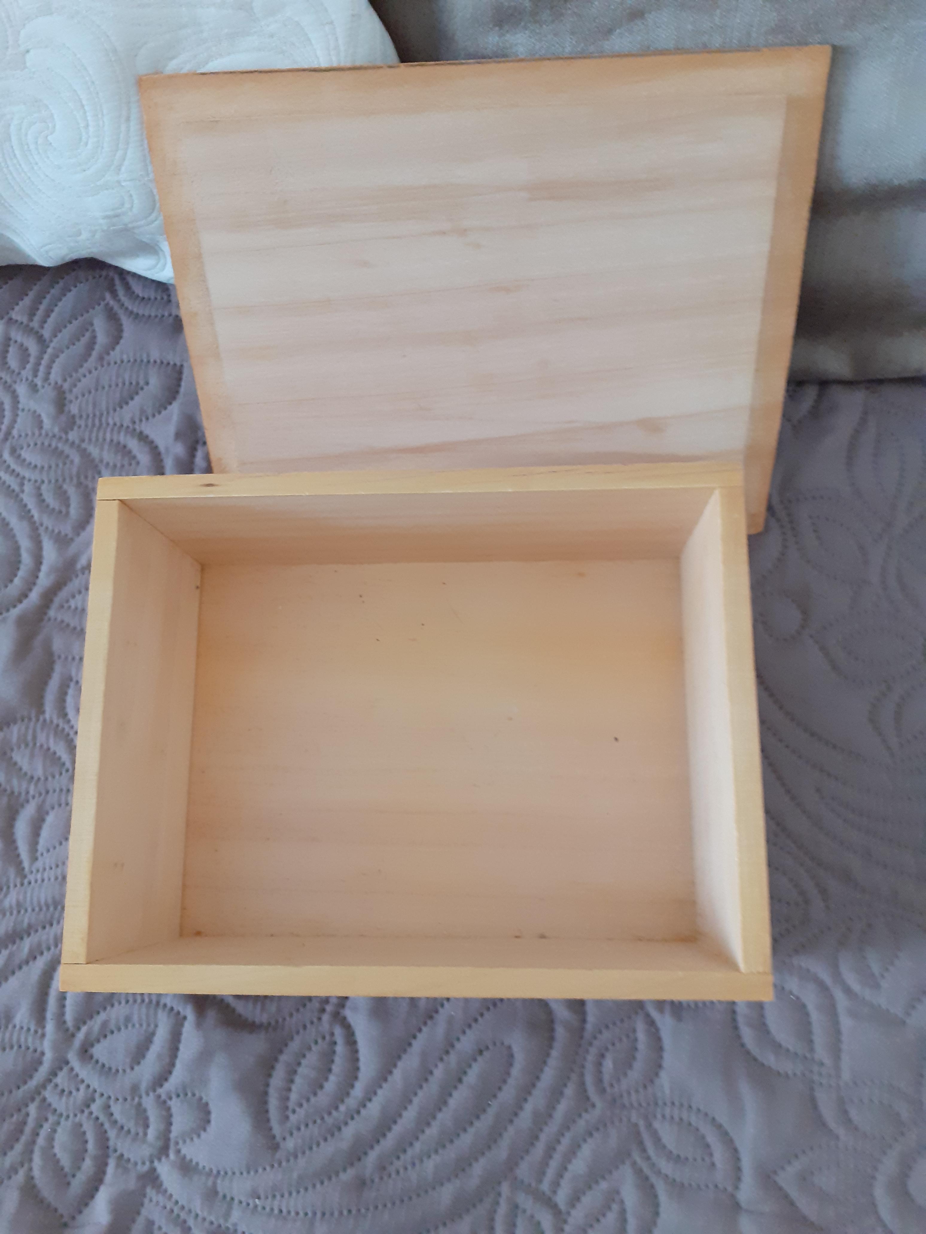 troc de troc reservee boite en bois image 1