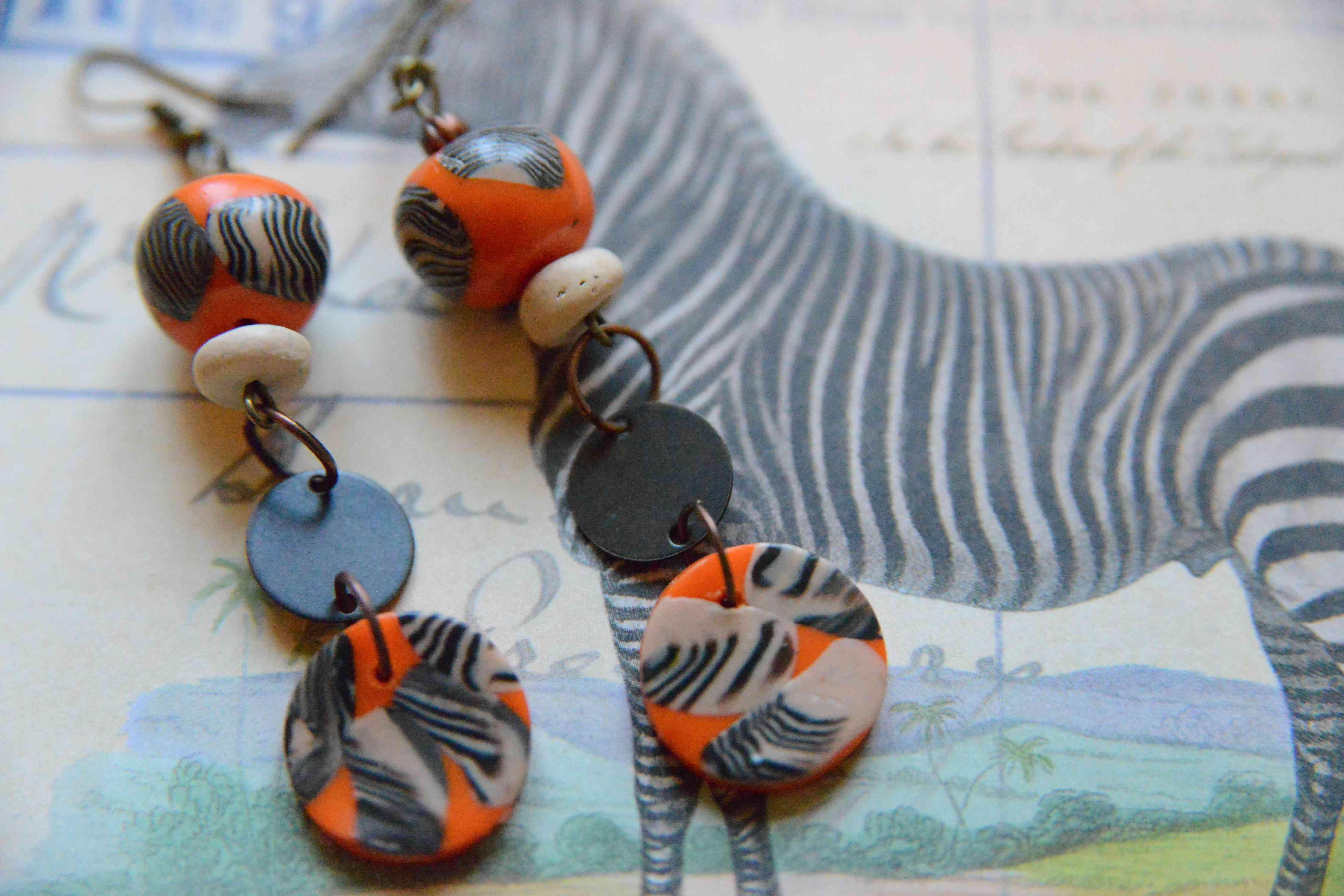 """troc de troc boucles d'oreilles  """"zebre"""" réservées image 1"""