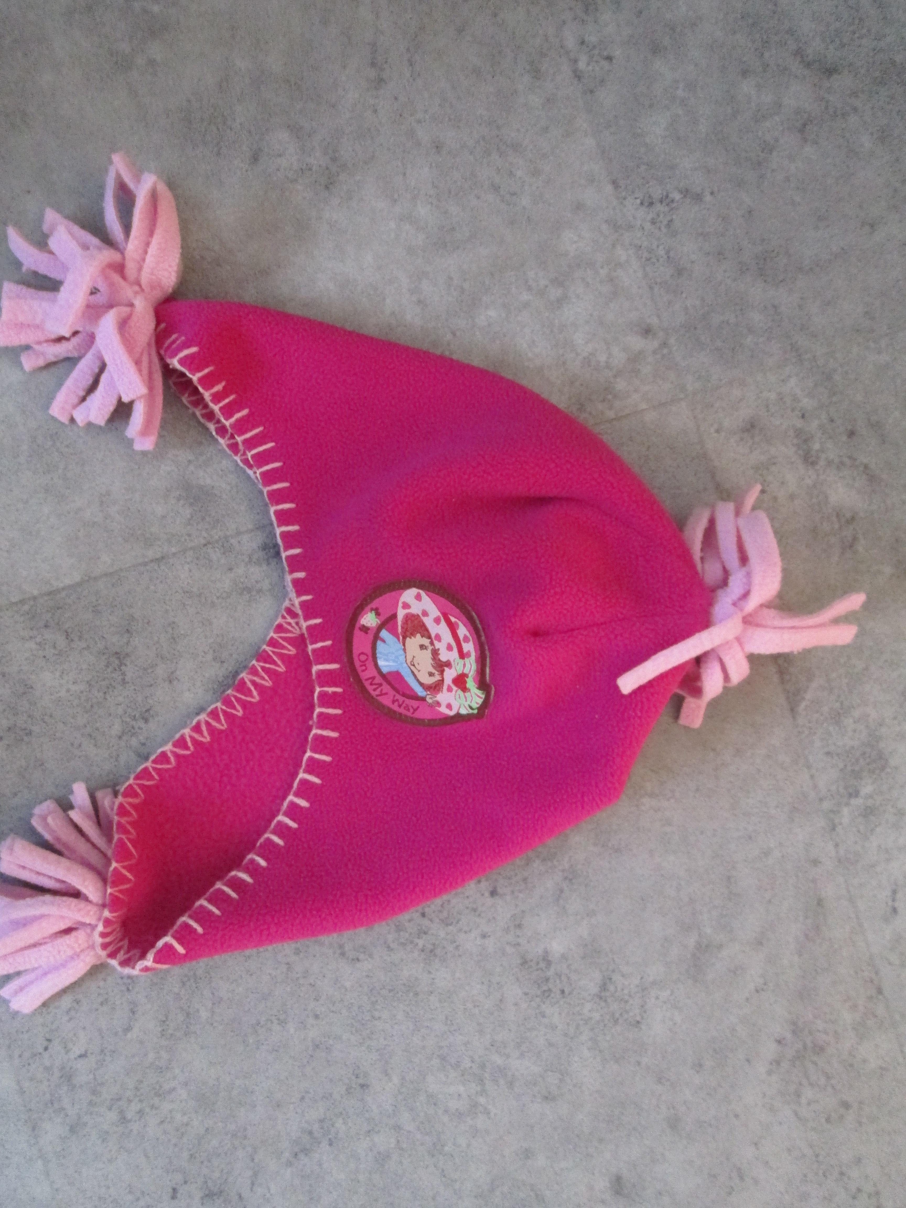 troc de troc bonnet charlotte aux fraises    5 euros port compris 4/5 ans image 0