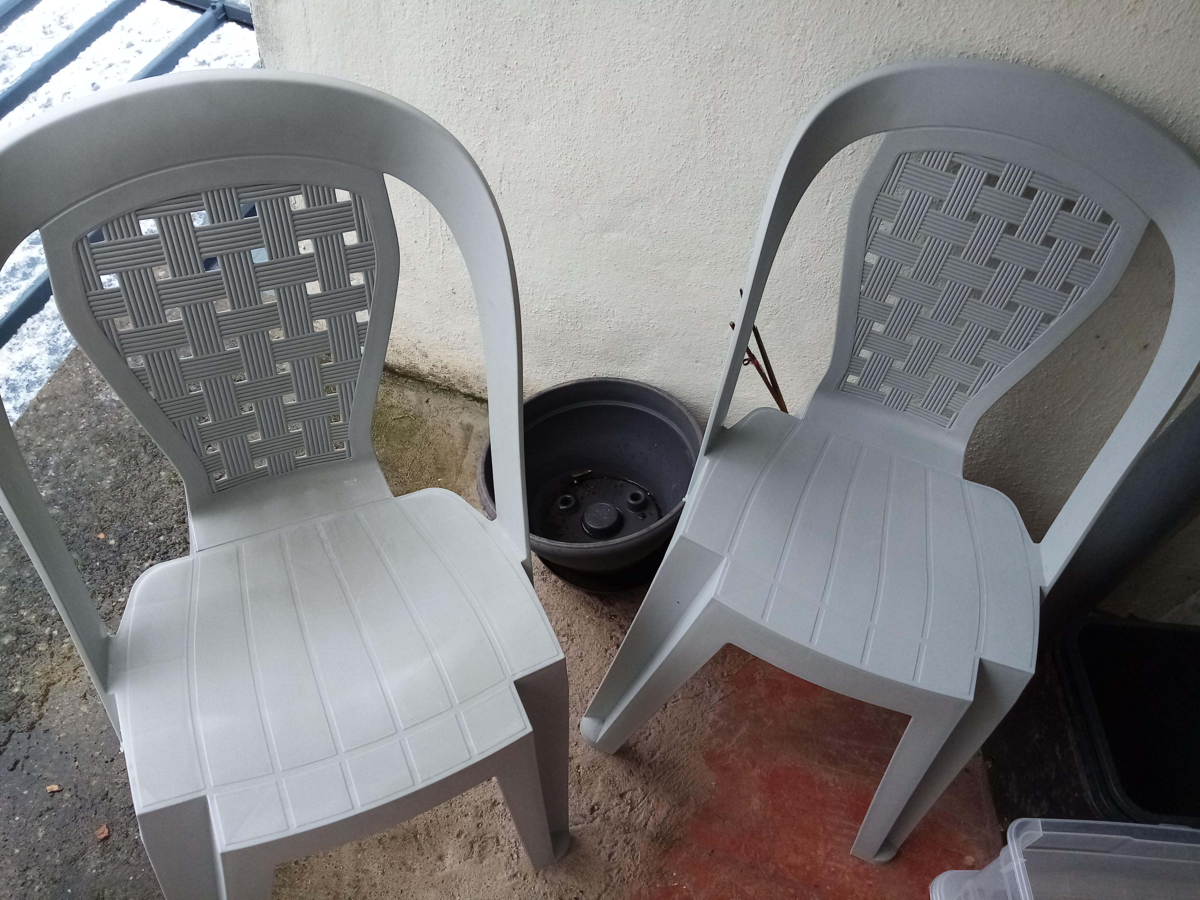 troc de troc 2 chaises de jardins image 0