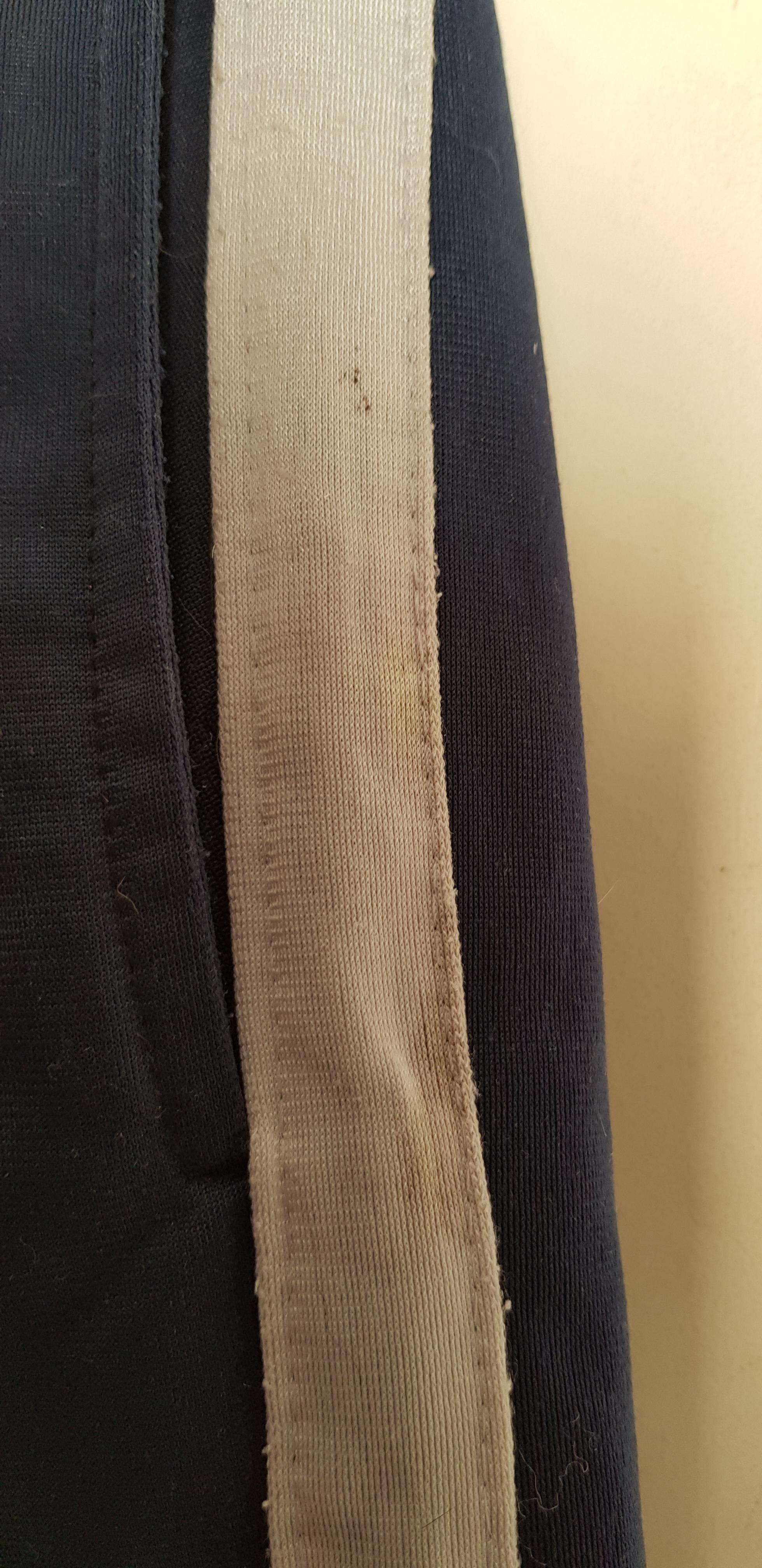 troc de troc pantalon de sport bleu marine et gris image 1
