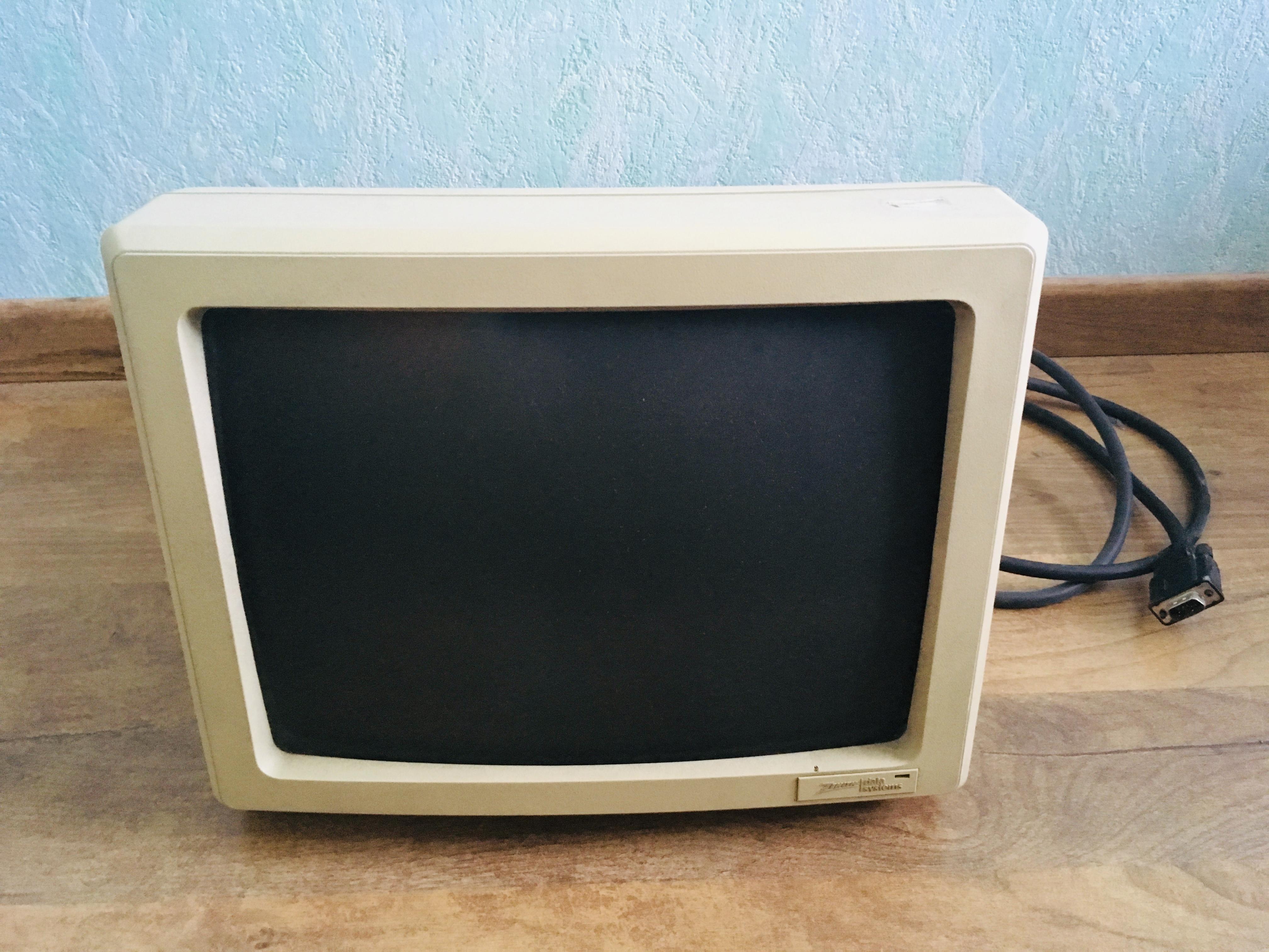 troc de troc 3 écrans ordinateurs à tube cathodique (crt) image 0