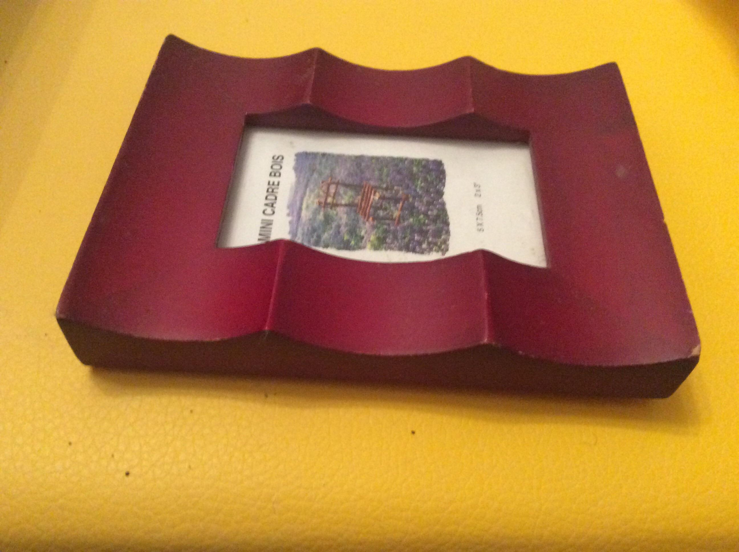 troc de troc mini cadre bois 5 cm sur 7,5cm des années 90 image 1