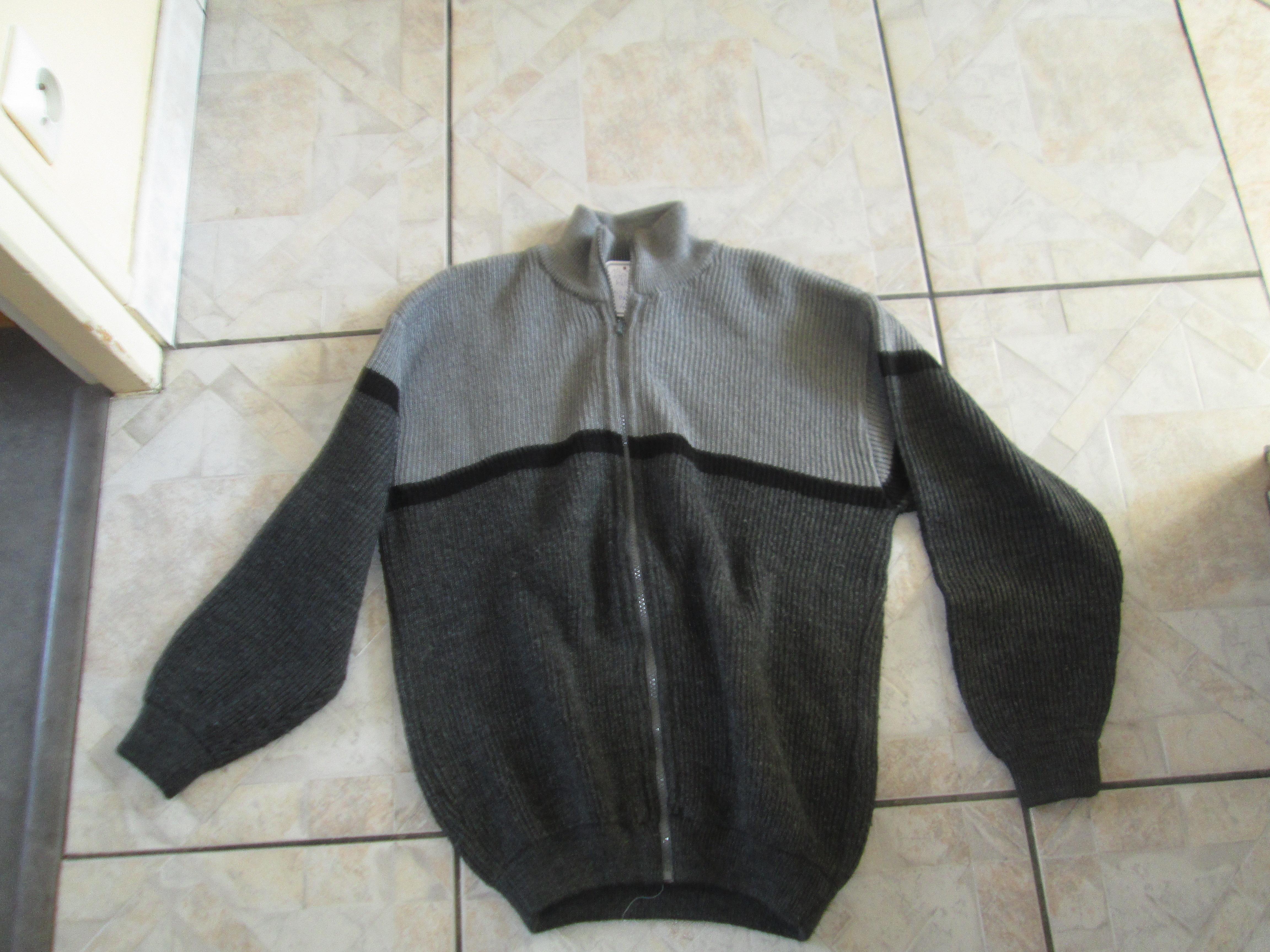 troc de troc cardigan 14 ans gris et noir   3 noisettes image 0