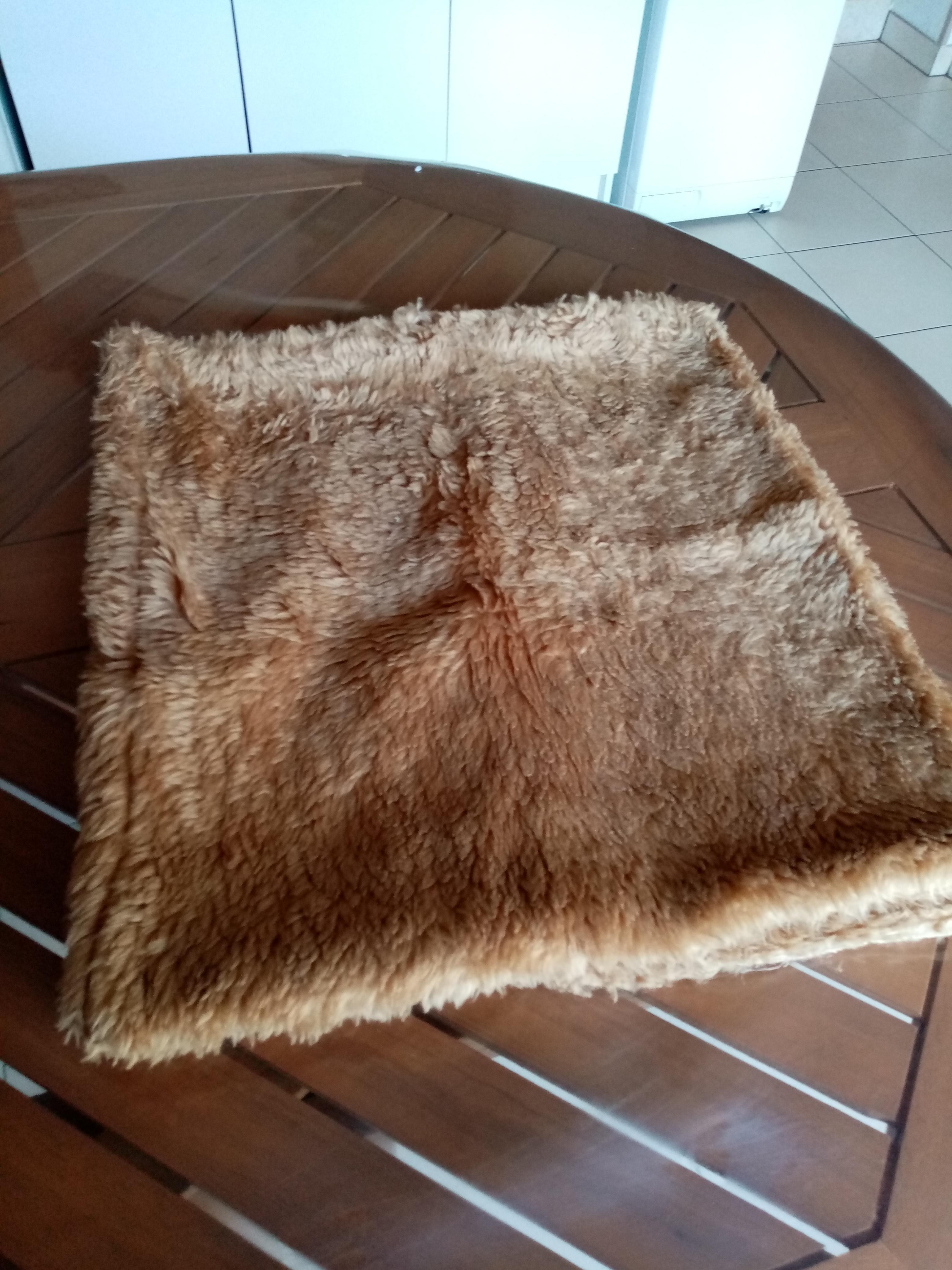 troc de troc 2 housses de coussins fourrure acrylique        6  noisettes image 0